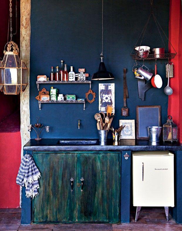 Sieht toll aus eine dunkelblaue wand in der k che deco k che wohn design und kleine k che - Dunkelblaue wand ...