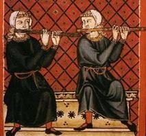 FLAUTO  Strumenti a canna in cui soffiare per produrre una melodia sono all'origine della musica, come flauto di Pan o stringa (canne dalla diversa lunghezza legate tra di loro) o con unica canna dotata di fori e di imboccatura, si ritrovano in tutte le culture.  Le due grandi famiglie di flauti dell'epoca medievale si distinguono in flauto diritto e flauto traverso.  Entrambi sono strumenti tradizionali nella musica celtica rispettivamente con il nome di tin whistle e di timber flute