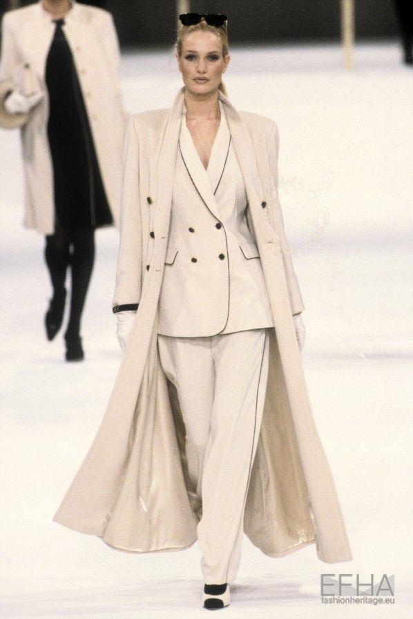 Escada, Autumn-Winter 1997, Womenswear   Karen Mulder