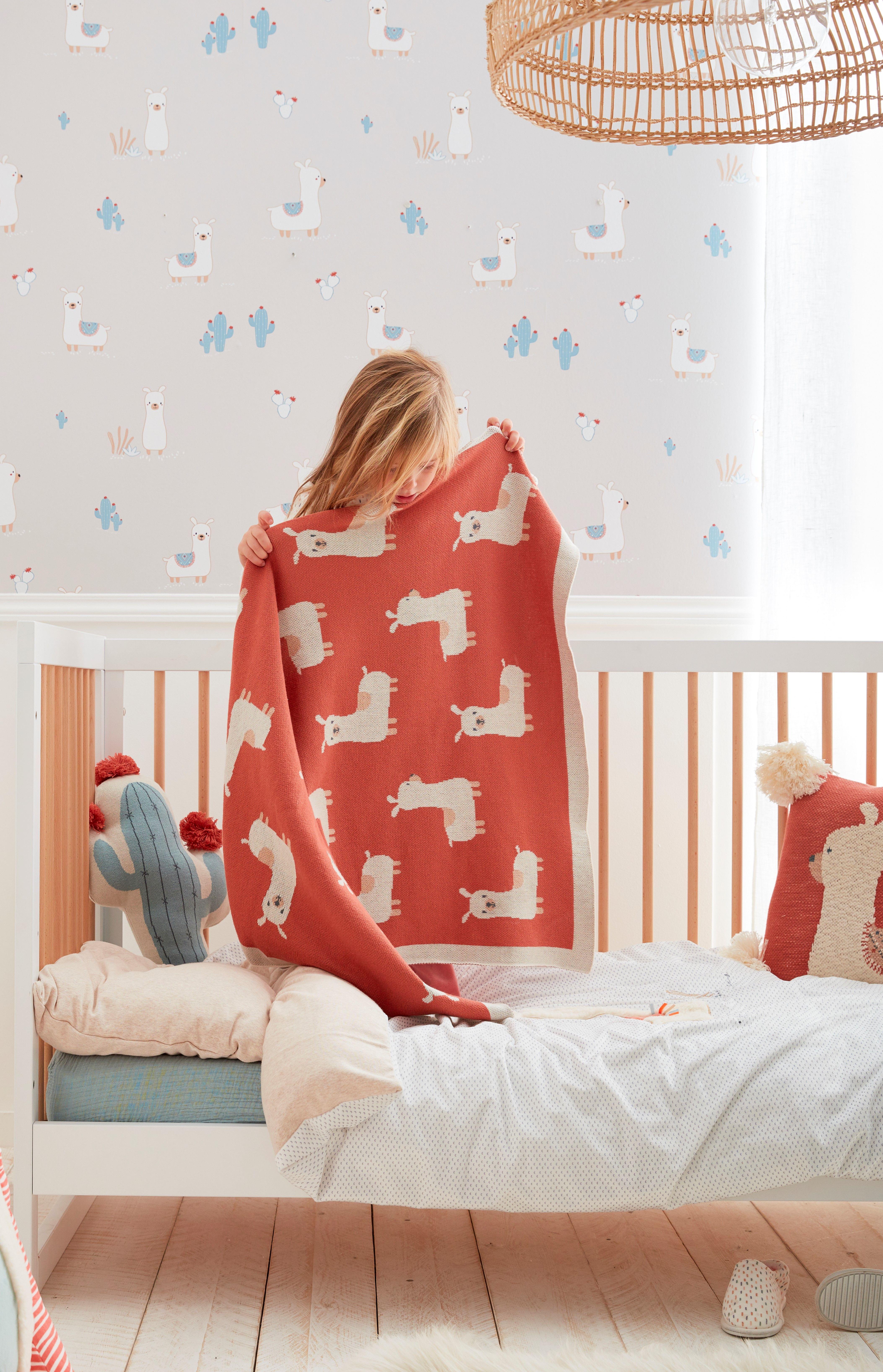be1167dd34322 Plaid en jacquard biologique avec imprimés de lamas pour la chambre de bébé  ou chambre d