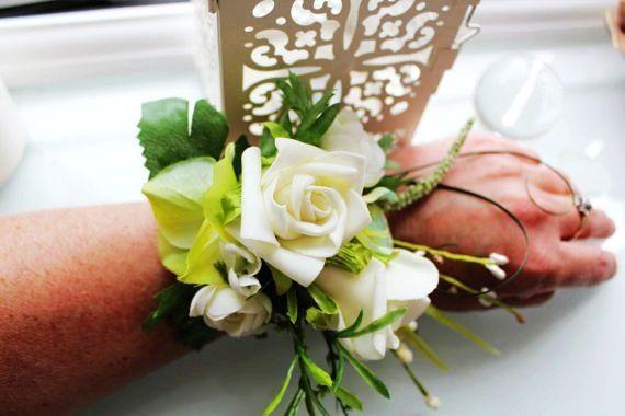 Bridesmaid wirst corsage - white rose. Alternative to bouquet?