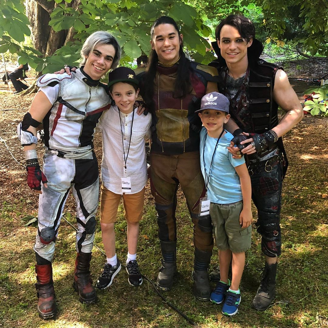 "actorDanPayne on Instagram: ""Always about family... Always about love... @disneychannel @dcomdescendants #Descendants3 #family #bts"""