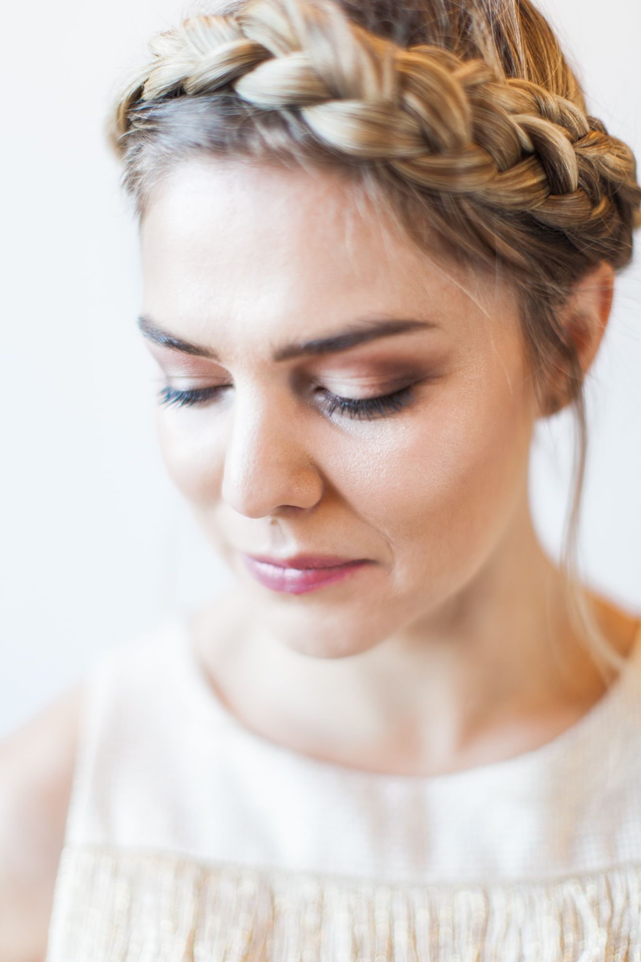 An Easy Spring Take On The Smoky Eye With Images Easy Braided