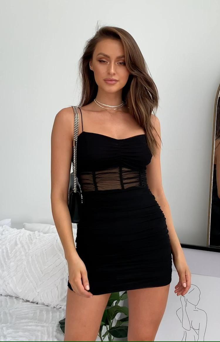 Photo of Özel Geceler İçin Kısa Siyah Abiye Elbise