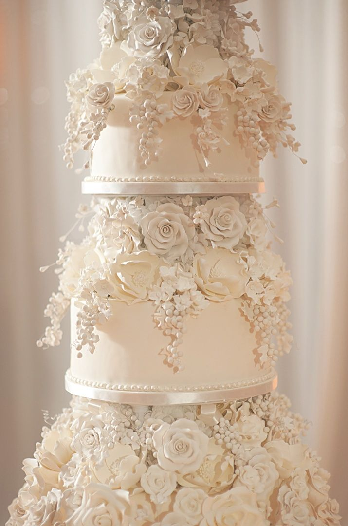 The Bride And Groom S Beautiful Ivory Wedding Cake Featured Hundreds Of Hand Sculpted Sugar Flowers