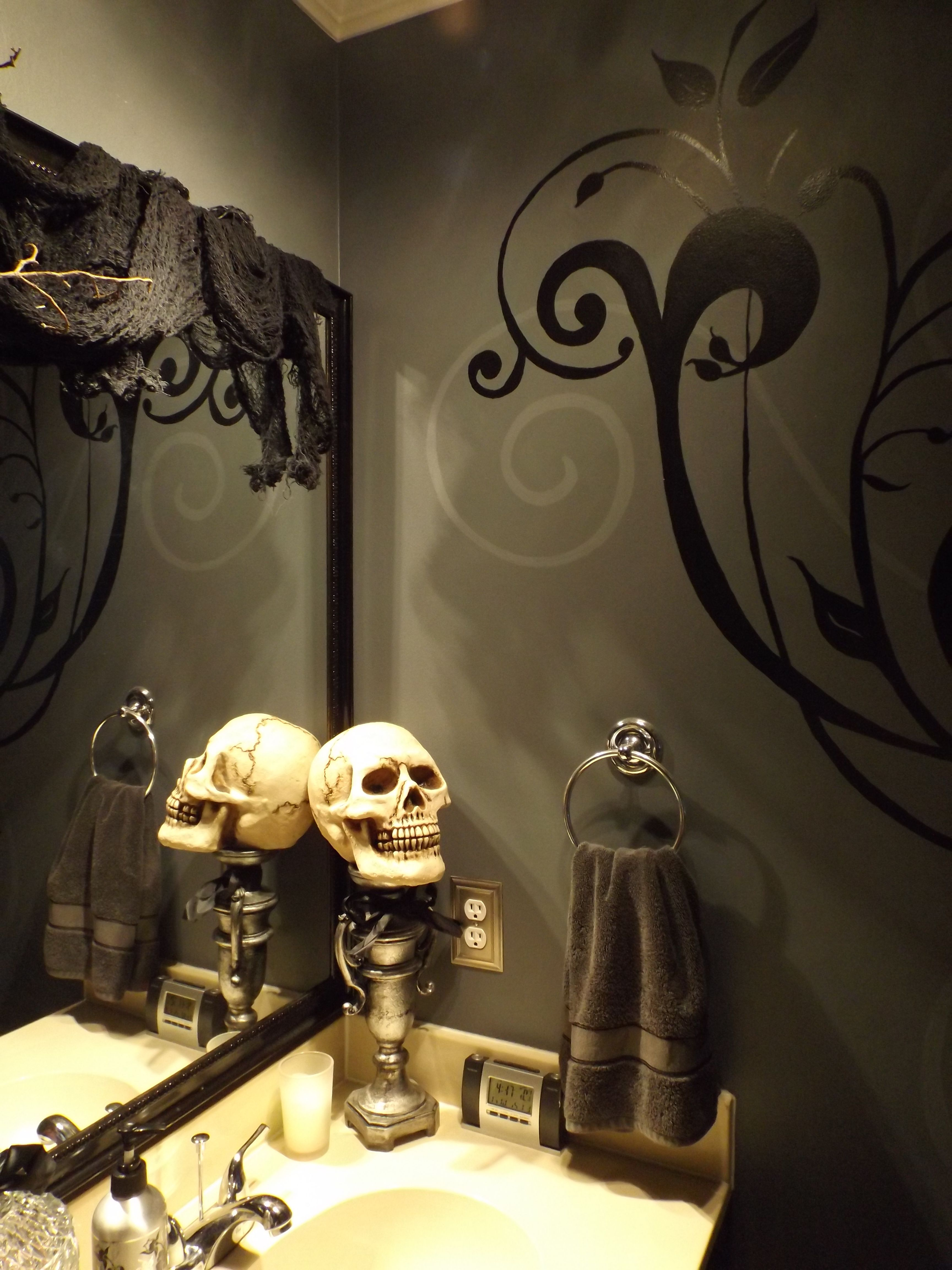 Halloween bathroom decor diy on a budget pinterest for Halloween bathroom ideas