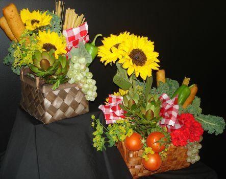 Italian centerpieces picture italian floral centerpiece for Flower arrangements for parties