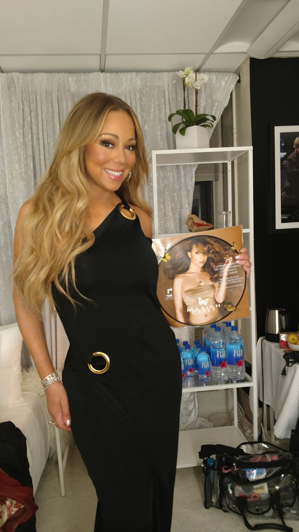 Gorgeous Mariah Carey With Her Butterfly Album On Vinyl Dec 2017