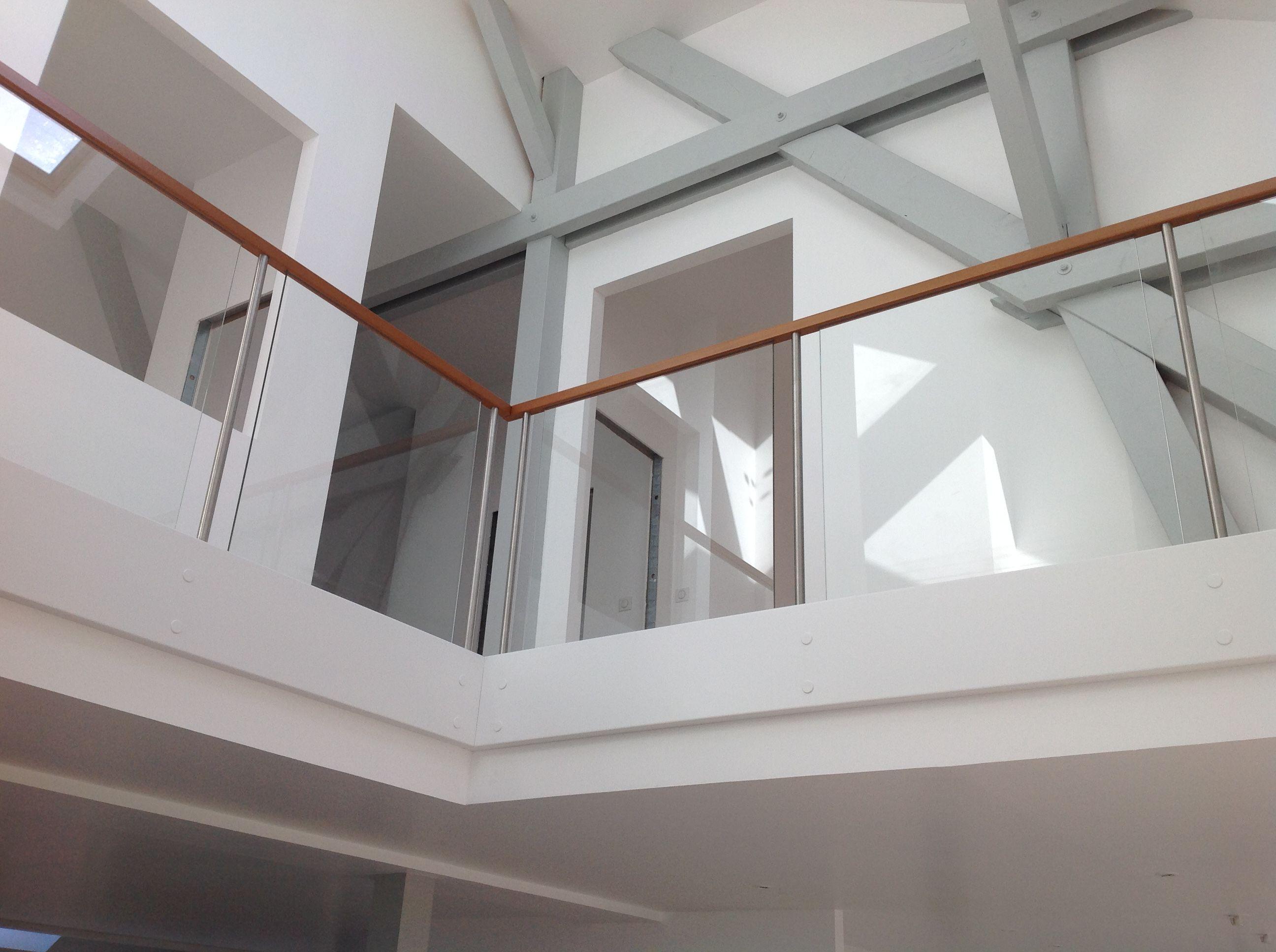 Garde-corps horizontal bois et verre. Pour plus de photos RDV sur ...