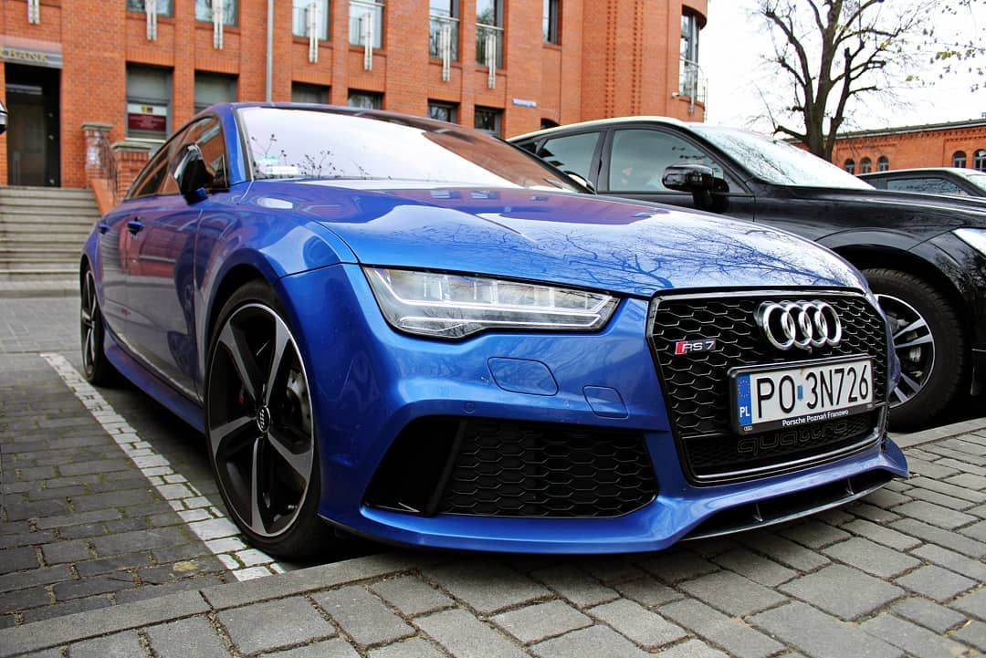 Audi Rs7 Looks Magnificent In Blue Audi Rs7 Sportsback Cars German Carspotting Autogespot Gumbal Marchettino Carswitho With Images Audi Rs7 Audi Chrysler 200