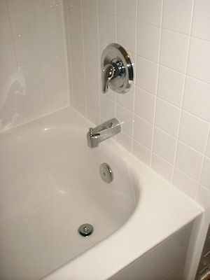 The Pros and Cons of Having an Acrylic Bathtub Liner and Surround ...