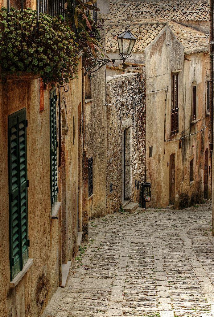 Vicoli is a comune n town in de Province of Pescara in de Abruzzo region_ Italy