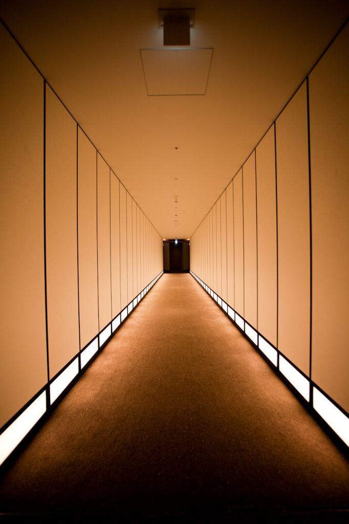 Korridor #AndazTokyo. Schon auf dem Weg einstimmen zum Yoga, Tai Chi oder der Meditation.