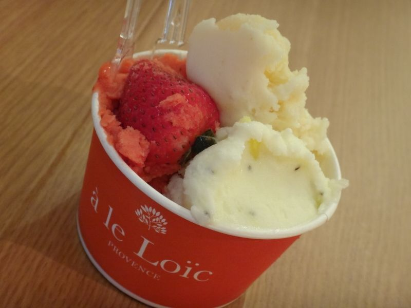 White peach & Golden Kiwi &  Strawberry ( Sorbet )