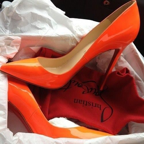 Orange shoes   Sapatos sandálias