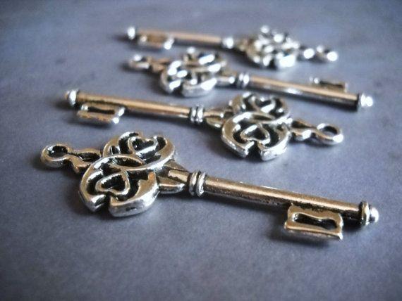 50 Skeleton Keys Antiqued Silver Key Charms Pendants Ornate 45mm - bulk halloween decorations
