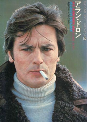 Alain-Delon-y-Hermoso-de-Service-un-hombre-de-cautivadora-Deluxe-Colo