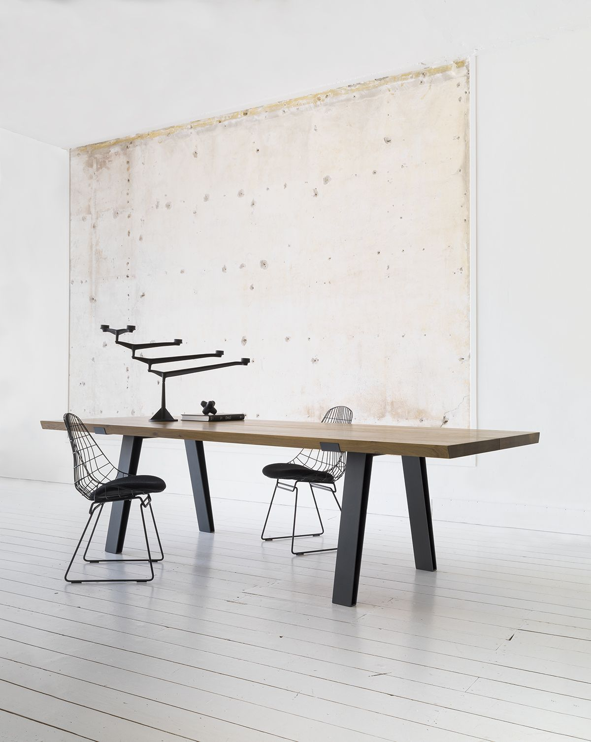 QLiv  Side to Side dining table Photography Jos Manual