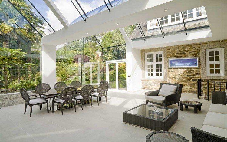 extension de maison avec toit en verre, pierre de parement ...