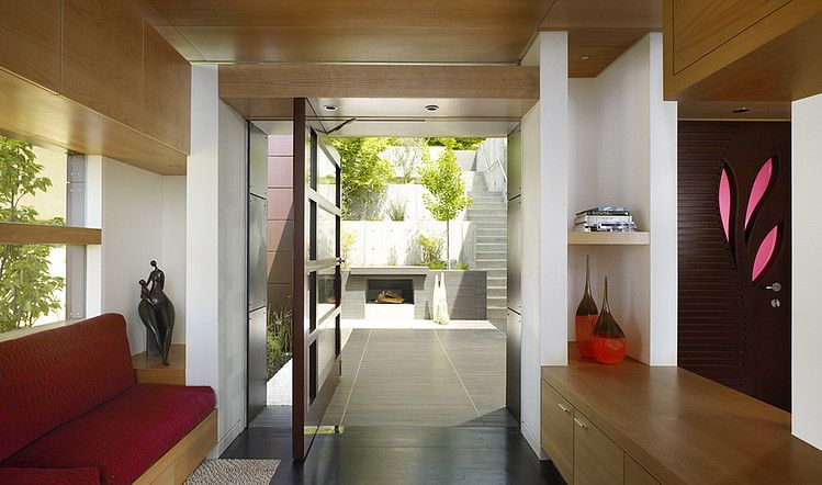 Stunning Berkeley Residence By Charles Debbas Architecture Really Like The Glimpse Of The Landscaping Out The Back Great Elements In A Small E