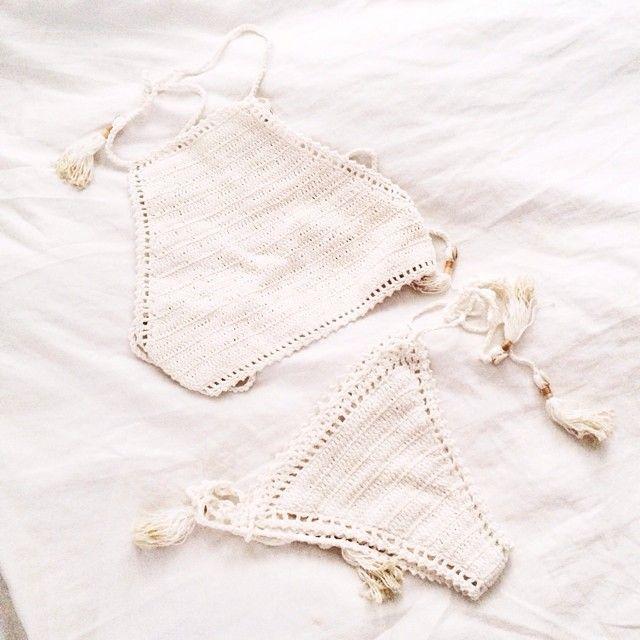 Crochet bikini. Cream. Summer.