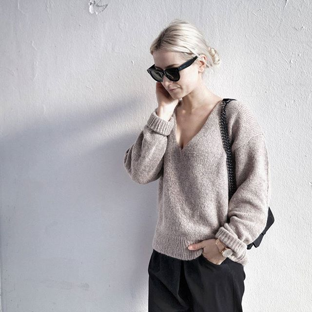 5e8ab1a32038f Matching your sunnies with your bottoms will never be a bad choice. Pic