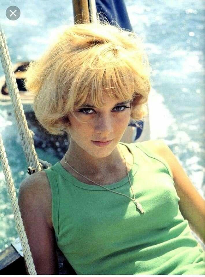 Miss Moneypenny Miss Moneypenny Cheveux des années