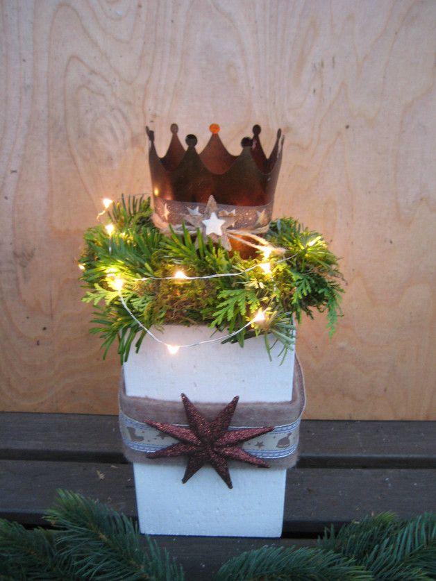 Deko-Objekte - ♥♥ XL shabby Kronen Windlichtsockel, Landhaus ♥♥ - ein Designerstück von Sternenglanz-Clemens bei DaWanda #rustikaleweihnachtentischdeko