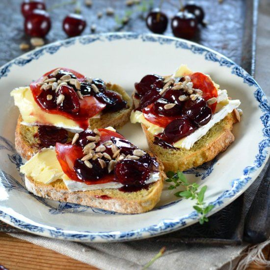 Brie on toasts with cherry jam and chorizo