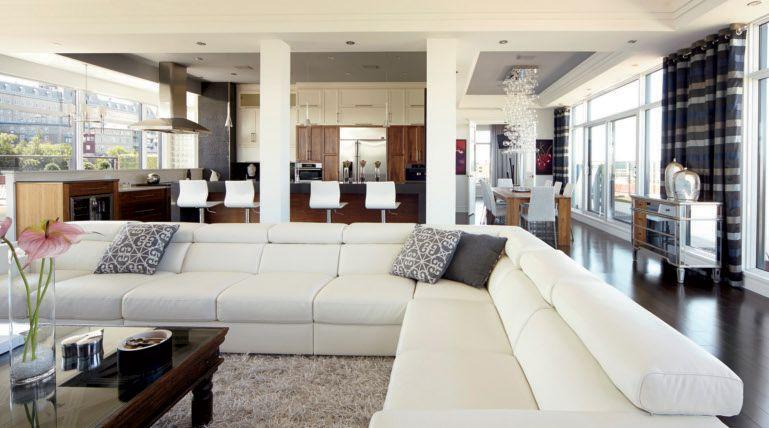 Transformation spectaculaire d'un penthouse dans le Vieux-Québec. #salon #livingroom #decoration - www.decormag.com