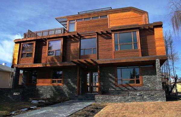 casa de madera canadiense con terraza
