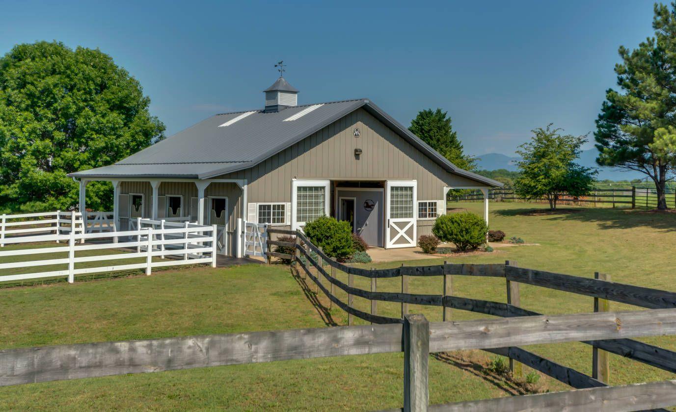 Picturesque+Small+Horse+Farm+near+Tryon+NC Horse barns