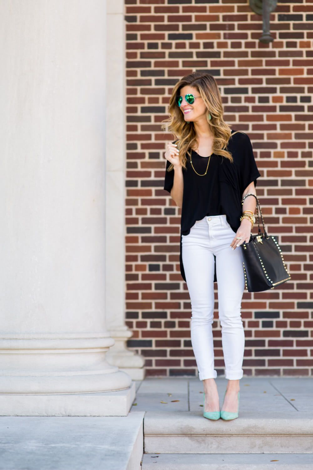 01cb3d435fa How To Dress Up A T Shirt | street style summer | Jeans, White jeans ...