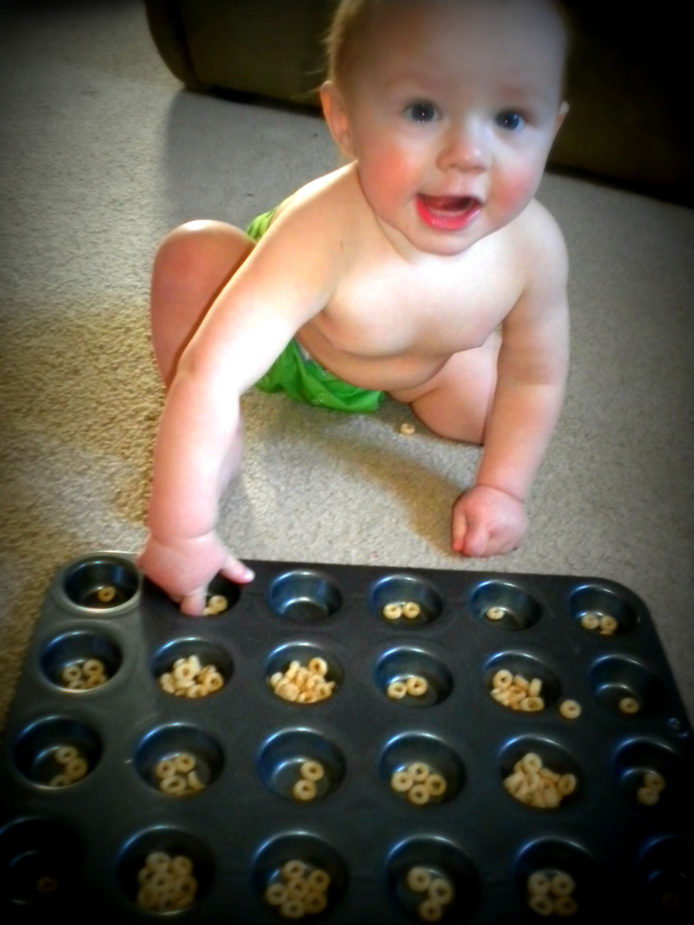Keep baby busy! Cheerios in a mini muffin tin! Helps work ...
