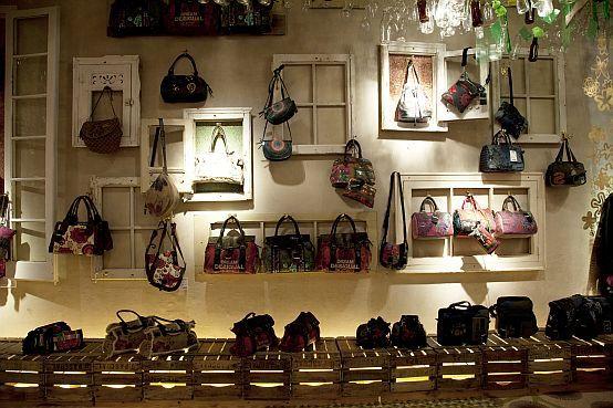 Blog de moda desigual store office decoration pinterest comercio chula and moda - Oficinas desigual barcelona ...