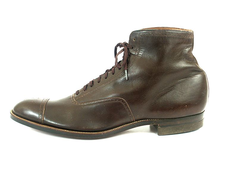 Shoe-Icons / Shoes / Chestnut Brown Boot with an Almond Toe.