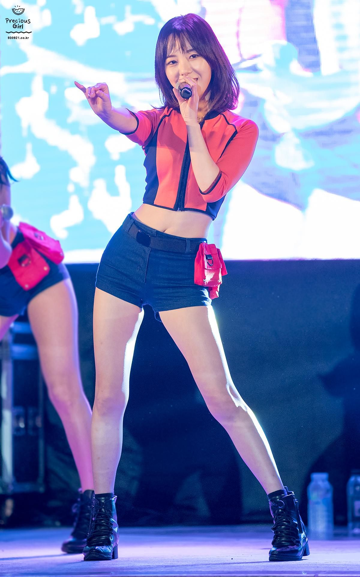 9 Female Idols With Perfect Proportions Despite Being Short Koreaboo Kwon Mina Kpop Girls Aoa Elvis