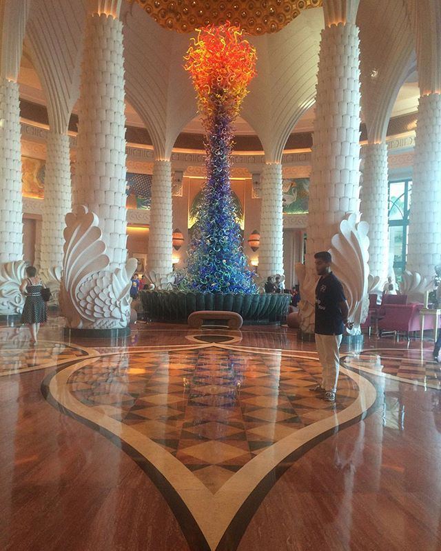 Weiter geht's in #Dubai. #Urlaub Jetzt im #hotel #atlantisthepalm eingecheckt #augenschmaus #mosi #thepalm #art #wow traumhaft #dubairocks #like #travel #blogger