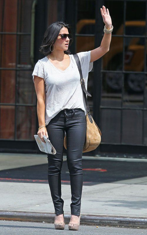 9d7b1f8645f6 Olivia Munn street style casual in tight jeans and pumps and oversize  handbag street style