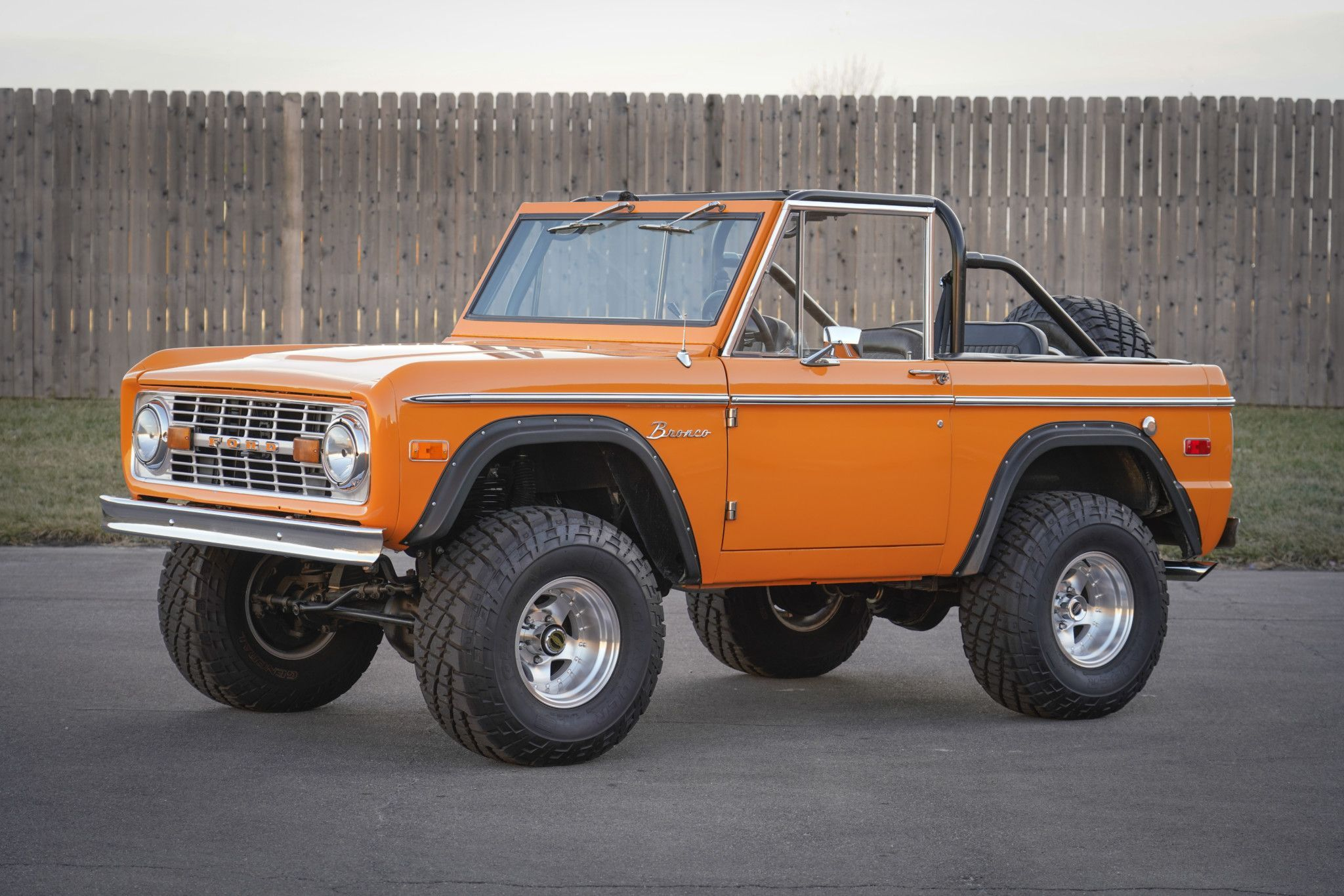 Dang I Honestly Prefer This Paint Color For This Keyword 1992f150 Ford Bronco Classic Trucks Ford Trucks