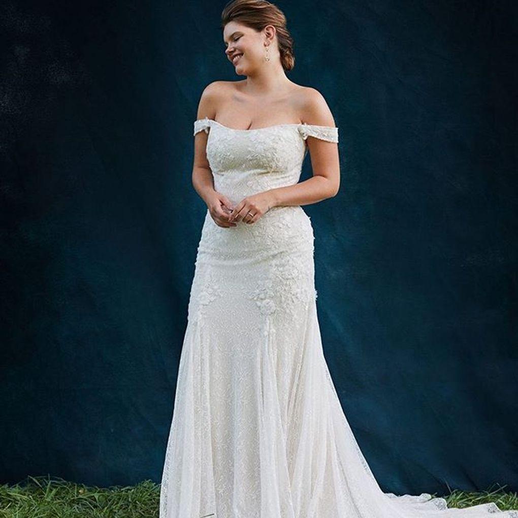 Swag Sleeve Layered Lace Plus Size Wedding Dress David S Bridal Davids Bridal Wedding Dresses Wedding Dresses Bride Dress [ 1020 x 1020 Pixel ]