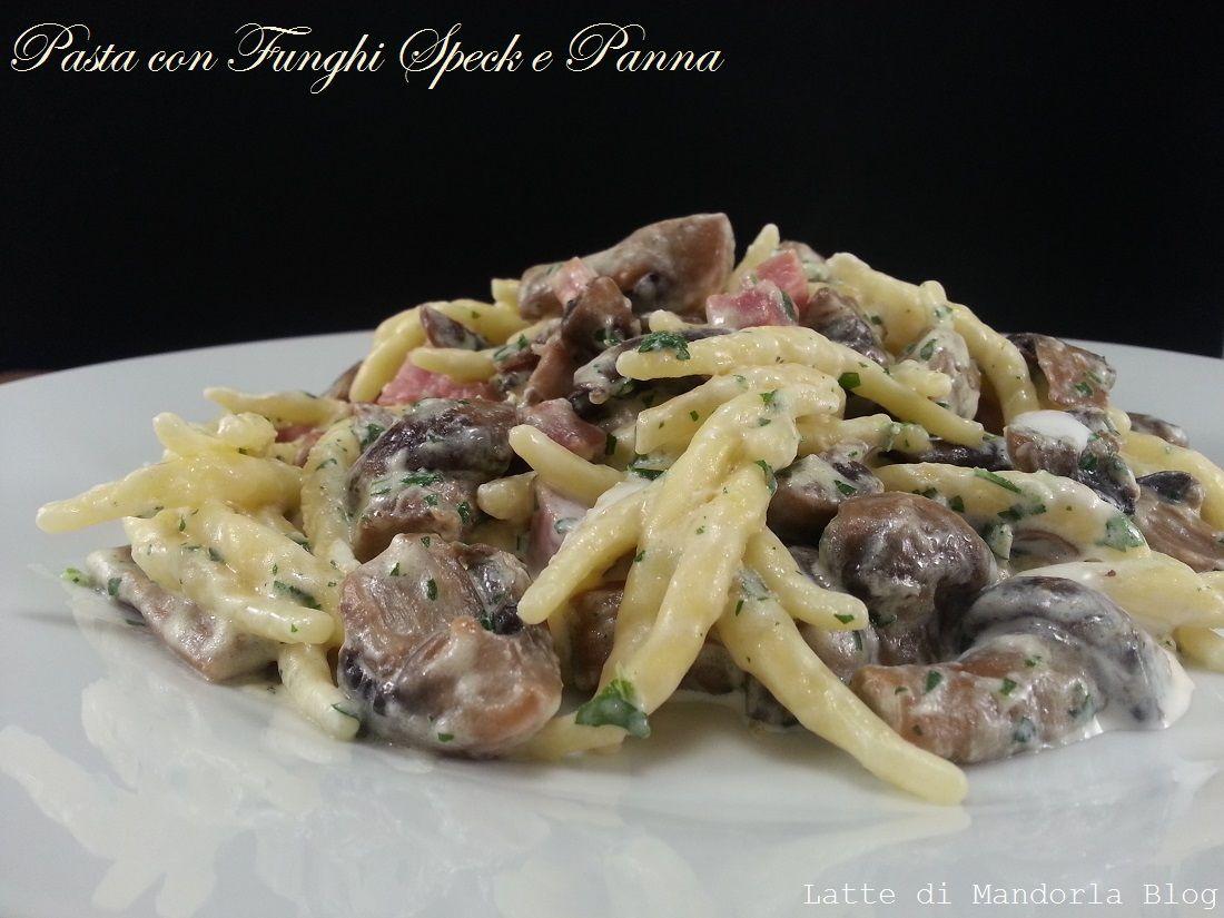 Ricetta Gnocchi Philadelphia Funghi E Speck.Trofie Cremose Con Panna Funghi E Speck Latte Di Mandorla Blog Ricette Pasti Italiani Primi Piatti