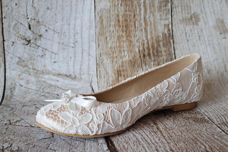 Flache Ballerina Brautschuhe aus Spitze  WeddingDresses