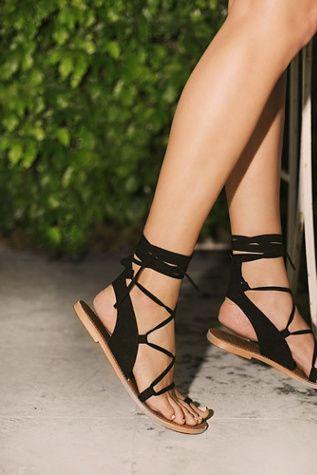 Pin de Kai Abra em h | Sandálias elegantes, Padrão de sapato