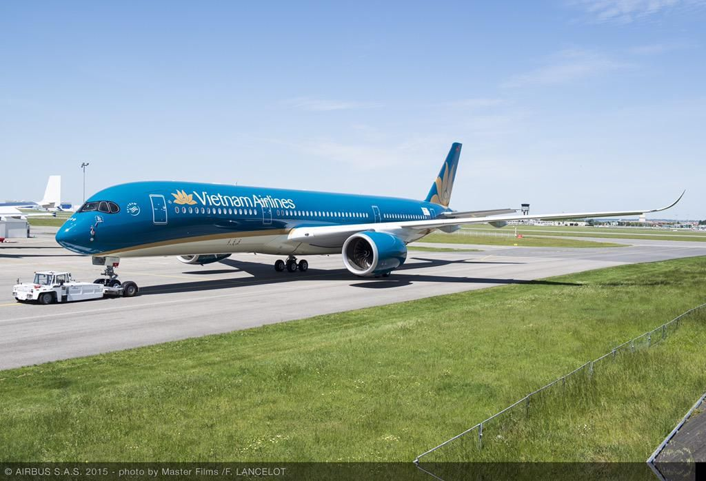 First Airbus A350 for Vietnam Airlines | ✈ Follow civil aviation on AerialTimes. Visit our boards on pinterest.com/aerialtimes or like us on www.facebook.com/aerialtimes