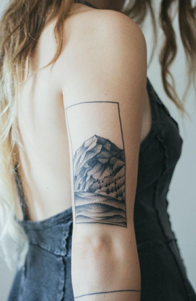 tattoo-am-oberarm-minimalistisch-gebirge-rahmen-linien-tinte ...