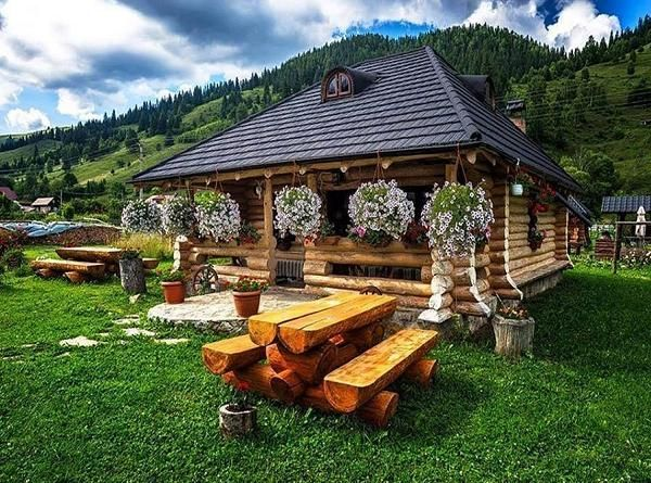 Cabana Din Lemn Masiv Si Amenajari Exterioare Rustice La Pensiunea Casa Baciu Din Fundu Moldovei Beautiful Homes House Exterior House Of Beauty