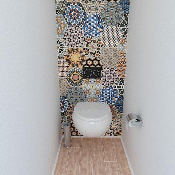 Carta da parati in bagno. La soluzione ideale per rendere anche un ambiente molto piccolo e basico, veramente unico. A noi piace tantissimo