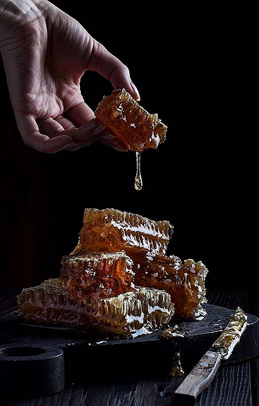 Here's to a sweet and happy friday to everyone. Photo by @contrse  #honey #healthyeating #healthyfoo...