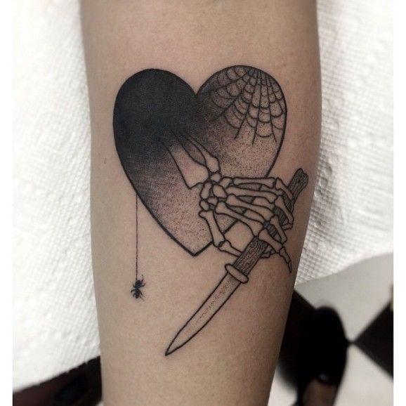 Moorea-Hum-spiderweb-tattoos-578x578.jpg (578×578)
